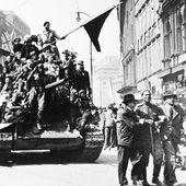 Les libérateurs au drapeau rouge