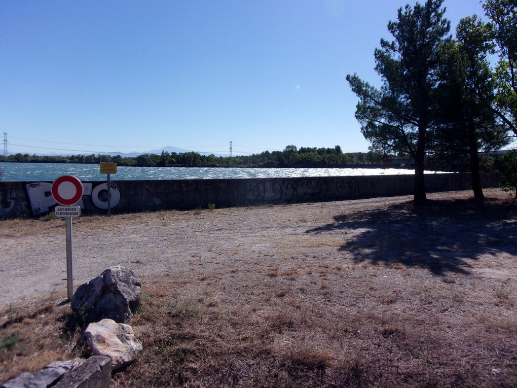 Vagues sur le Rhône et vagues sur la route