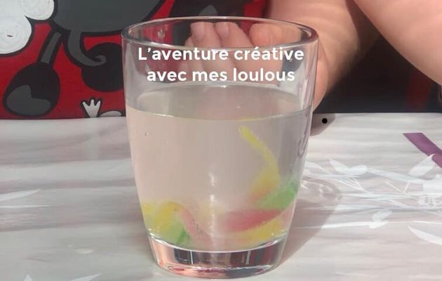Vers qui bougent dans le verre