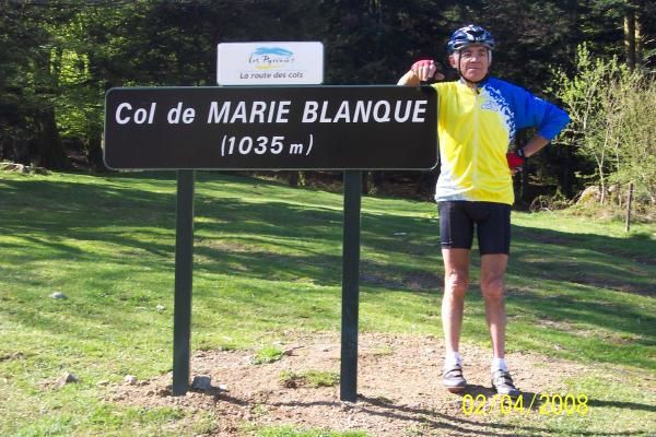 Pays de Soule, Coteaux de Jurancon, Bastides Bearnaises, Vallee du Baretou, quatre belles journees autour d'Oloron Ste Marie avec les cols de Lie, d'Ichere et Marie Blanque.  Velo, tourisme et l'excellente ambiance habituelle.
