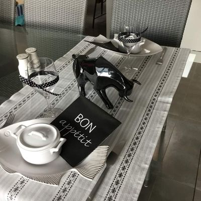 """Table """"Black and White"""""""