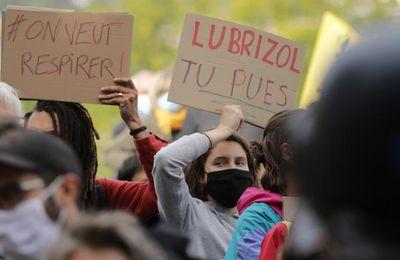 """""""On n'a eu que des 'blabla' de la part des autorités"""" : un an après l'incendie de Lubrizol, les habitants réclament justice"""