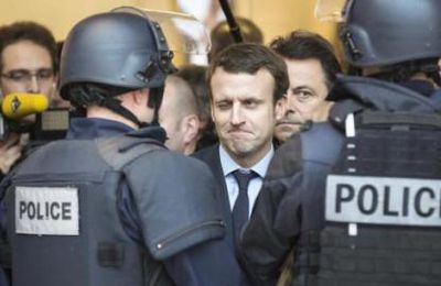 Policiers attention : Macron joue au Prince !