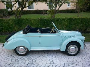 1960 PL17 and 1950 X-85 convertible from Les Amis de Panhard & Deutsch-Bonnet USA as all the other pictures !