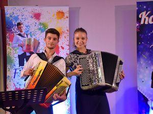 Florent gorris, un jeune accordéoniste français de l'allier talentueux et prometteur, et il s'adonne au rock en plus
