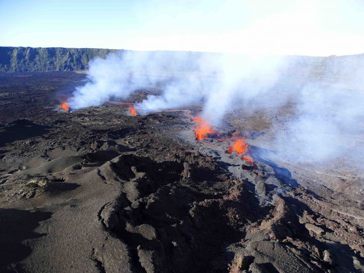 Piton de La Fournaise - eruptive cracks on December 7, 2020 - OVPF photo