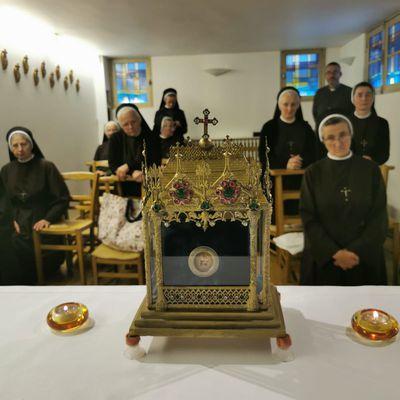 Sainte Thérèse avec ses parents chez les Soeurs Polonaises à Deuil en reliques.