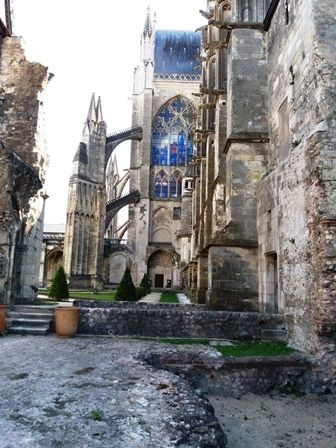 Tours : cathédrale Saint-Gatien - verrieres, fresques...