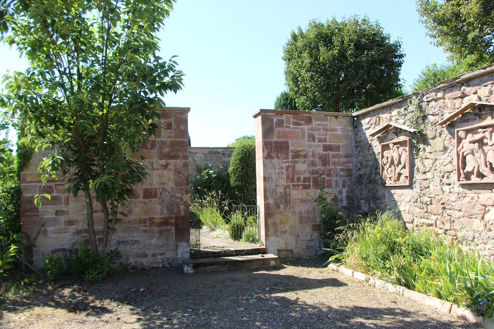 Kolbsheim , le village, son château et son jardin