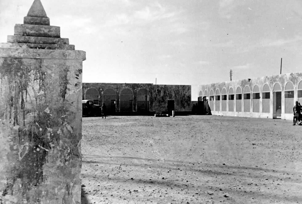 Le carré des officiers italiens au poste de Koufra, 12-14 novembre 1941 © Musée de l'Ordre de la Libération / Fonds Daruvar