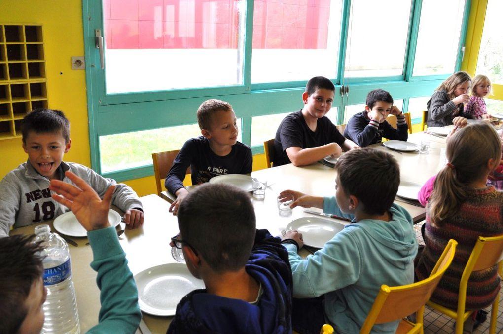 Au restaurant scolaire