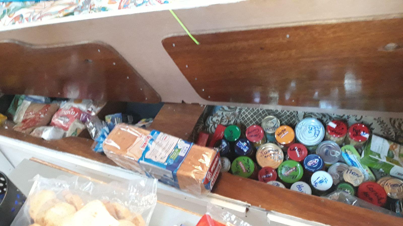 Les coffres où nous rangeons notre réserve de nourriture