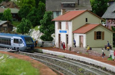 Mini World Lyon en Train Miniature - Visite de nos mondes depuis la place du conducteur.
