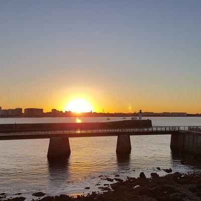 Lever de soleil sur la baie des Sables