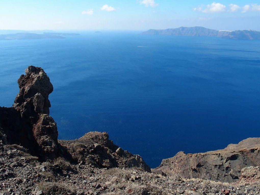 la couleur des roches change ....on reconnait bien la pierre volcanique !