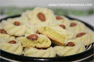 Gheriba à la pistache #gheriba #pistache #amande #rose #marocaine  http://www.culinaireamoula.com/article-gheriba-a-la-pistache-120487841.html