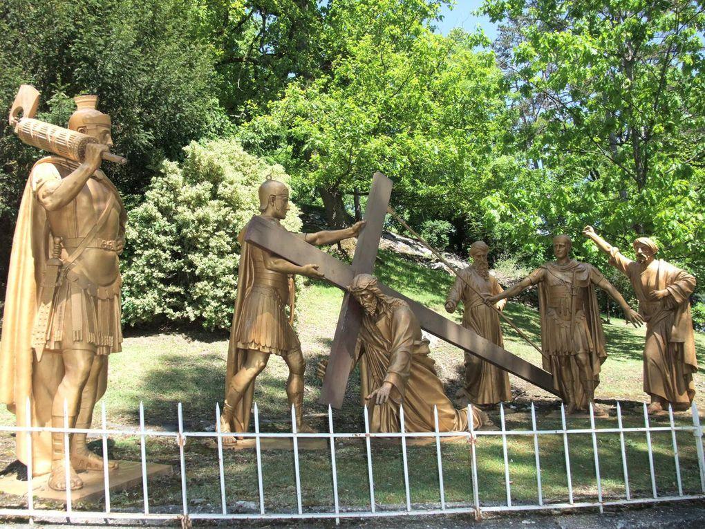 Nous te louons Seigneurs pour nous avoir sauvé par ta Sainte Croix