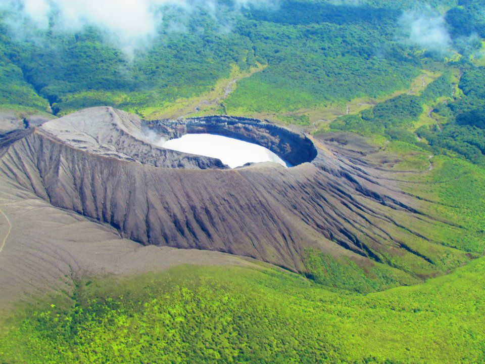Rincon de La Vieja - The edges of the crater at different height can channel possible lahars in a favored direction - photo Raul Mora / RSN archives