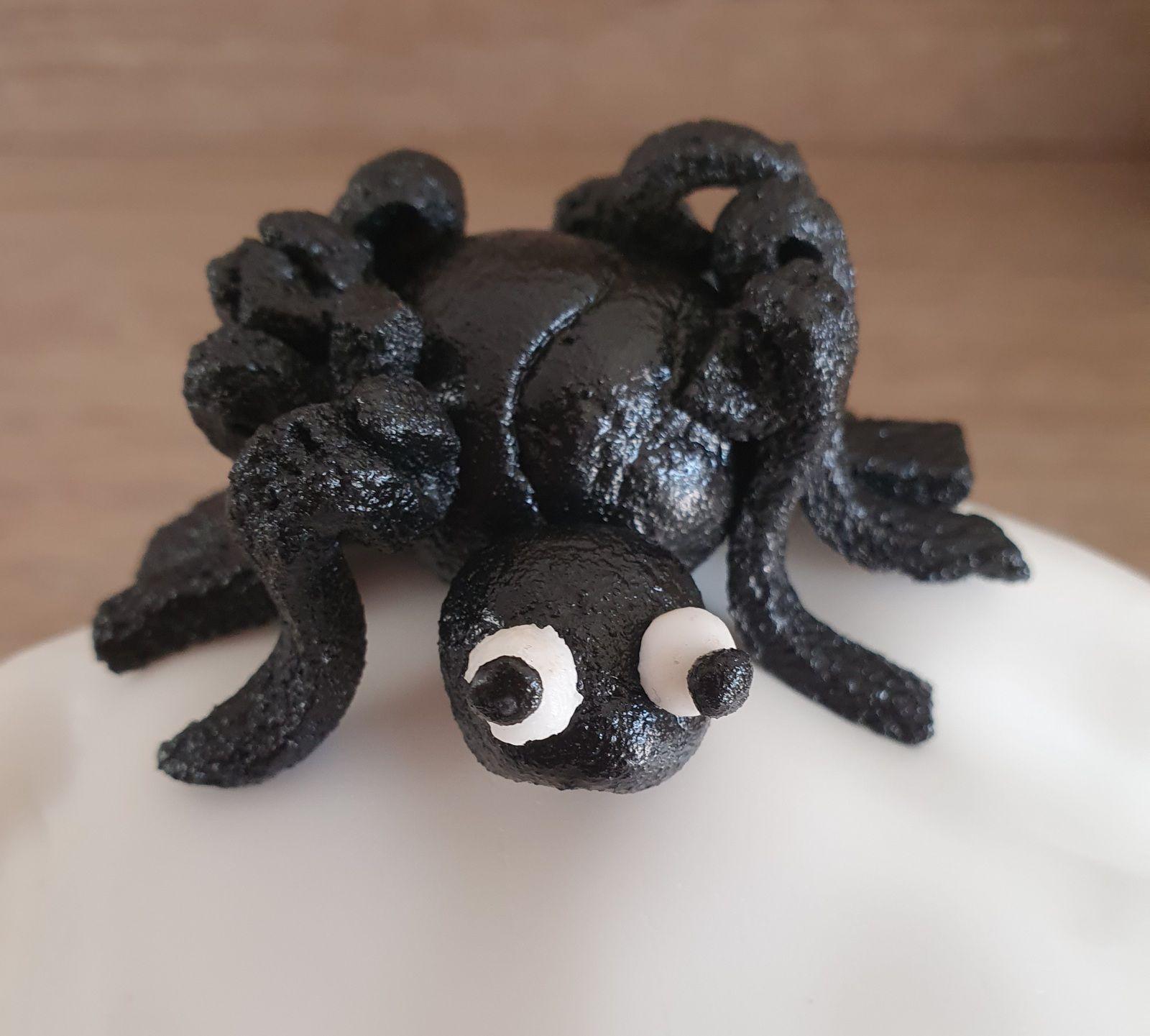 Araignée en pâte d'amande noire