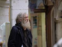 Des chants et des déguisements qui donnent le ton dans une ambiance collégiale et accueillante, un vieux mendiant qui hurlait sa misère et un pope souriant prêt à me transmettre les vertus de l'orthodoxie...