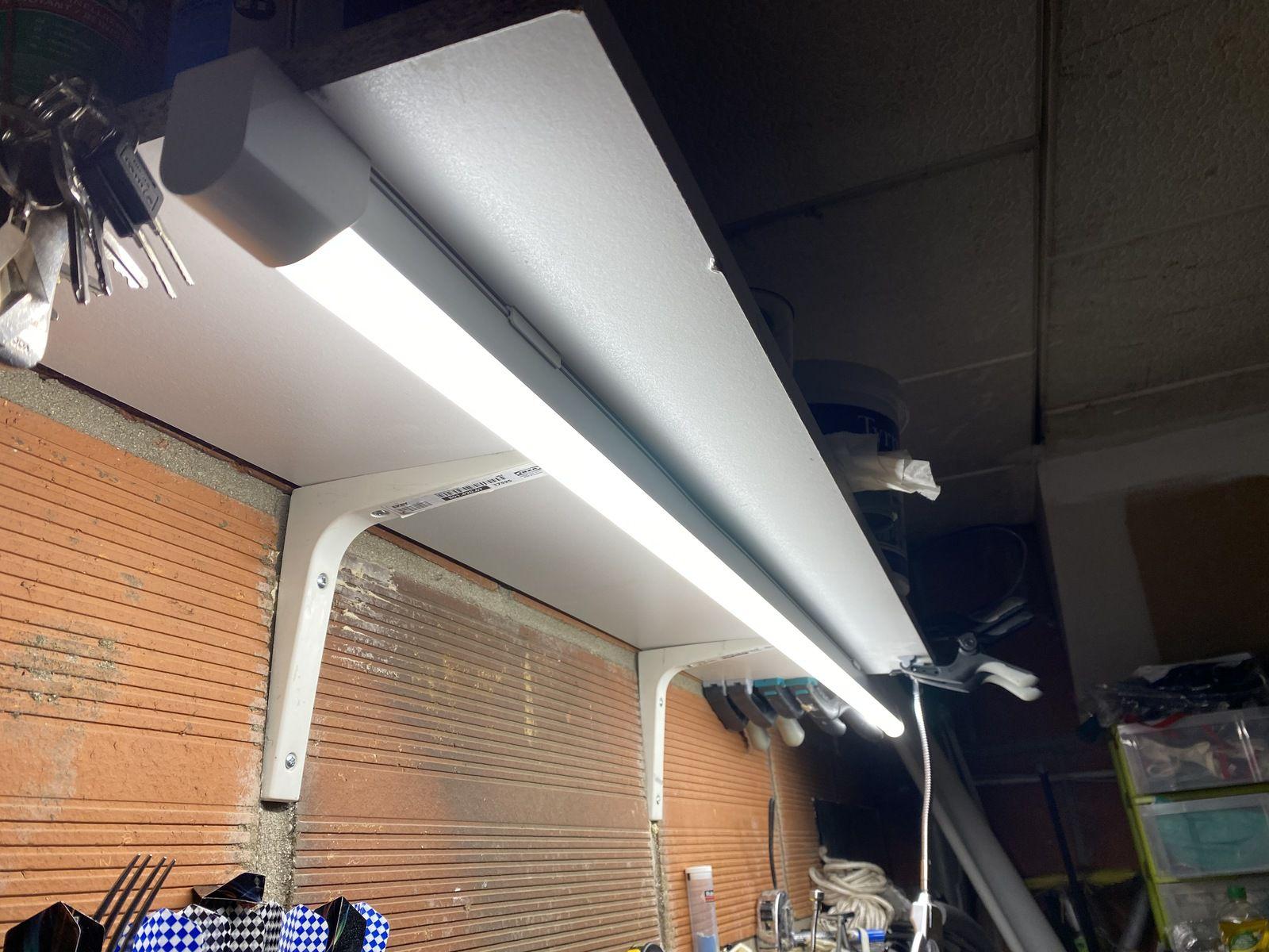 APRES : Néon design et discret LEDVANCE, bel éclairage et économie d'énergie