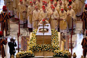 Sermon de M. l'abbé Roméro : La béatification du monde