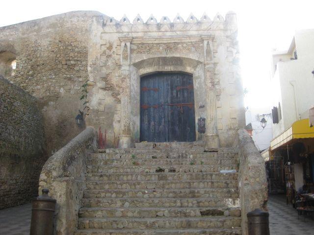 Fès-Assilah dernière étape avant de repasser en Europe. Visite de la belle médina d'Assilah.