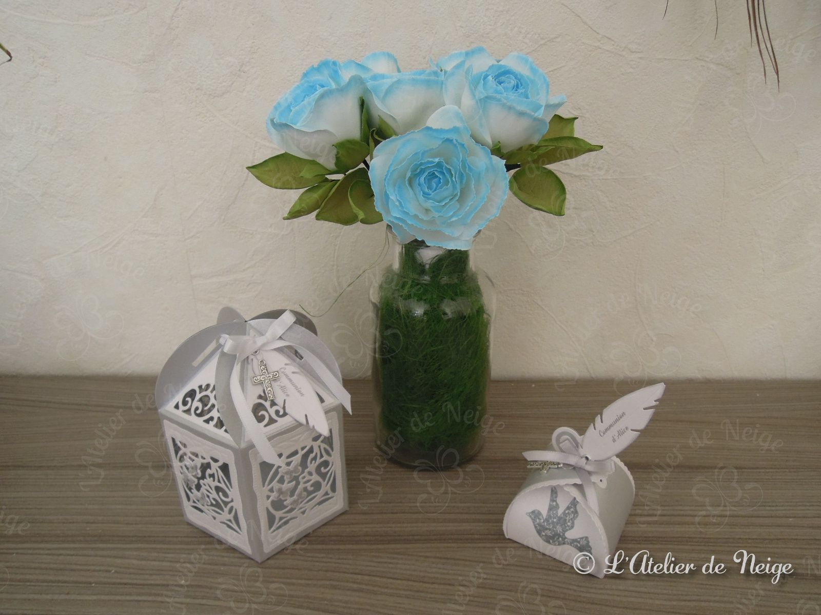 059 - Bouquet de Roses Bleues et Blanches Communion Alice 11 avril 2021