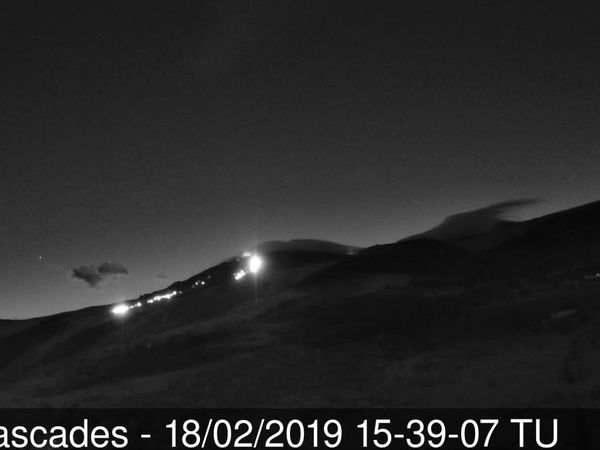 Piton de La Fournaise - the flows seen by the Piton Cascades webcam around 15:39 UT, and after the official eruption stop - one click to enlarge - OVPF webcams