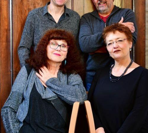 deux voix, deux vielles, un projet mené par les deux chanteuses evelyne girardon et marino le mapihan et nos deux vielleux marc anthony et gilles chabenat