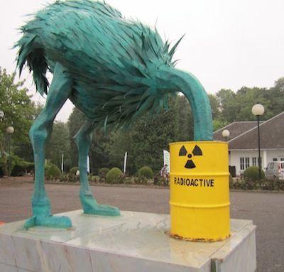 Radioactivité, condamné à la respirer, la boire, à s'y accoutumer, au rythme des futurs aléas météorologiques et climatiques.