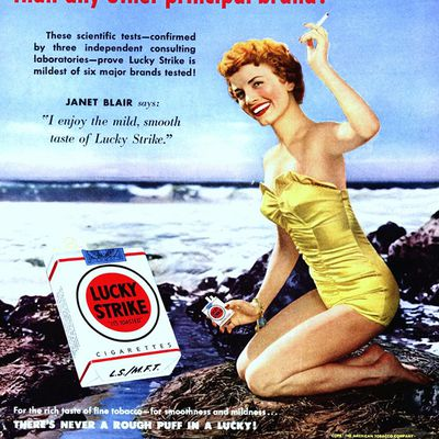 JANET BLAIR POUR LUCKY STRIKE