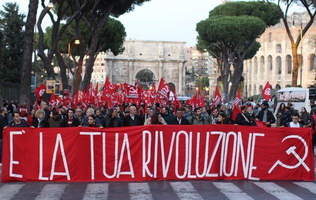 Rassemblement de masse à Rome pour rendre hommage à la Révolution d'Octobre