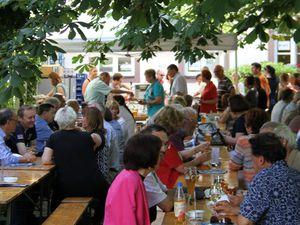 Musikalische Jubiläumsfeier und Betriebsübergabe im Hotel am Main - Max Weckesser spendet 5.500 Euro
