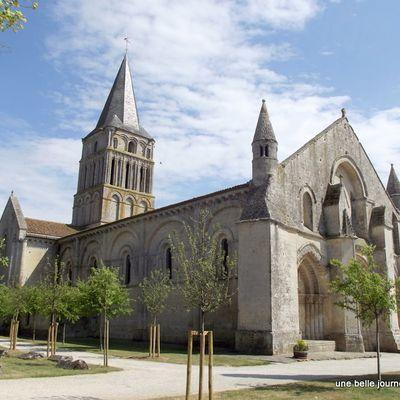 Aulnay de Saintonge,  une église romane sur les chemins de Saint-Jacques de Compostelle (17)