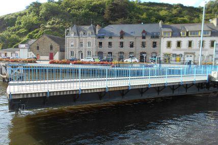 Un pont tournant au port du Légué