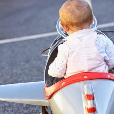 Faire un voyage en avion avec un enfant