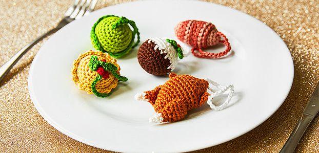 Des petits objets au crochet pour le sapin de Noël