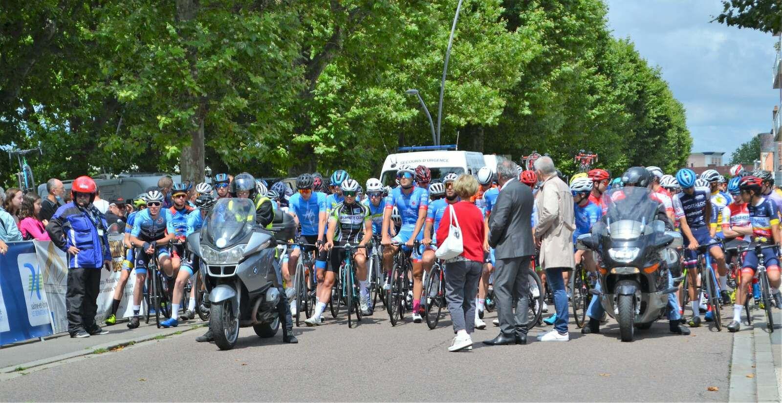 Nicolas Aulas (VC Villefranche Beaujolais) a remporté, la première étape de la Ronde Sud Bourgogne (Fédérale Juniors), disputée entre Montceau-les-Mines et Gueugnon (Saône-et-Loire) - Classement DirectVélo - Photos Daniel MORLEVAT