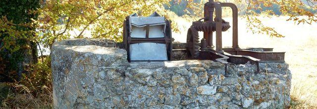 Une ancienne noria en pleine campagne / Balade dans le village de Lambesc