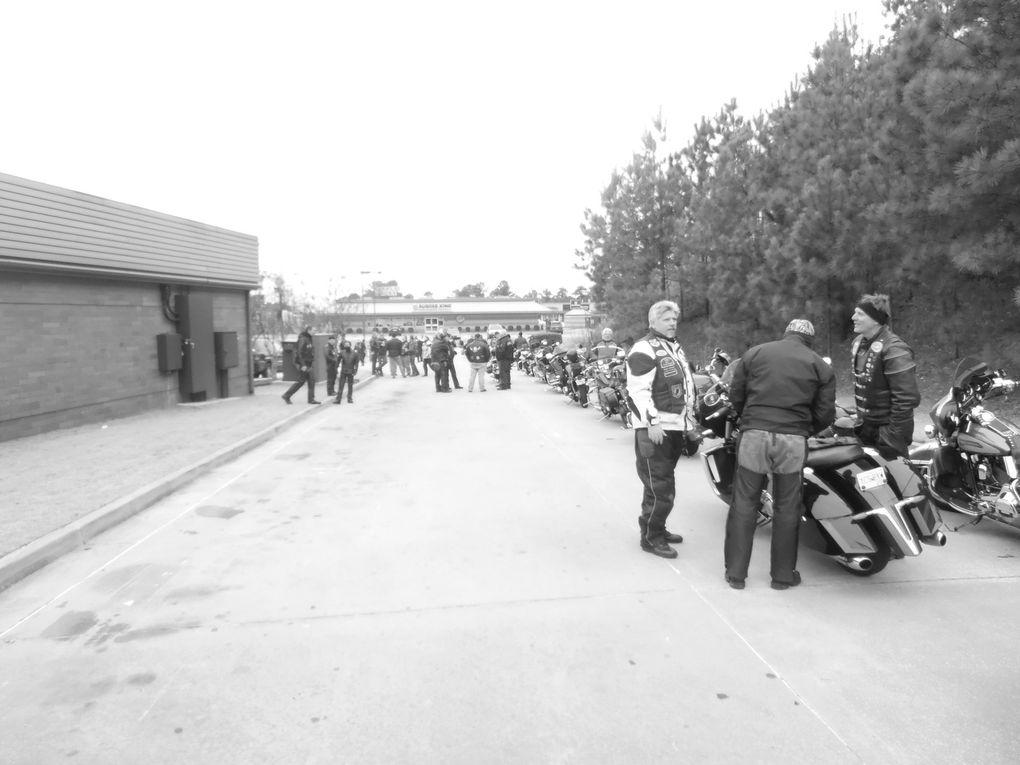Si le parc des deux-roues motorisés est un peu moins fourni qu'en Europe, la moto a quand même de nombreux aficionados qui se retrouvent lors de grands rassemblements comme ici.