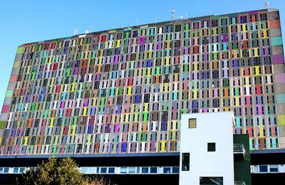 Le CHU de Caen Colorisé haut en couleur.