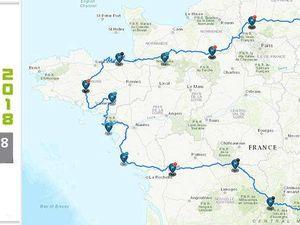 Le  circuit du 17 Tour de France Cyclotouriste - Jean-Claude est le 3ème en partant dela gauche, au premier rang, tenant la banderole, juste au dessu du logo FF-vélo.