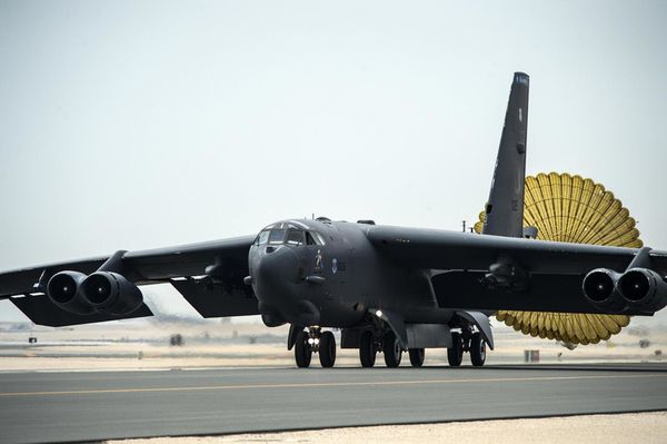 Photo : © USAF - Atterrissage d'un des B-52 déployés à Al Udeid, au Qatar.