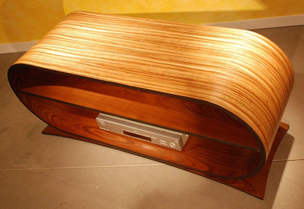 Du mobilier dédié à la technologie de l'image du son et de l'informatique.