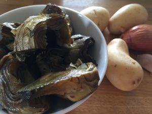 Soupe maltaise aux artichauts & noisettes croquantes
