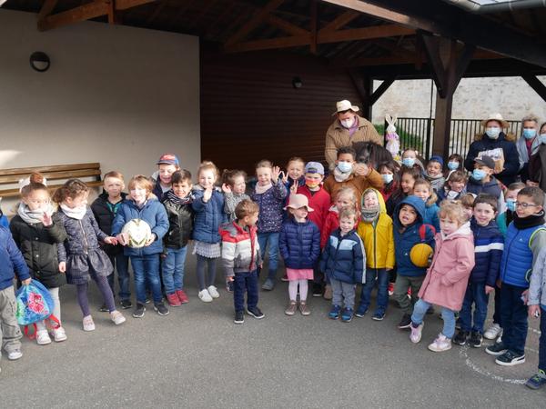 Joyeuses Pâques aux enfants de Sagy avec le Poney Flash !