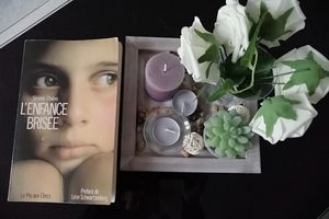 L'ENFANCE BRISEE de Simone CHALON