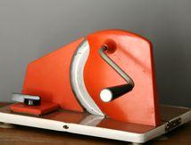Trancheuse manuelle orange formica marron Années 70 - Vintage