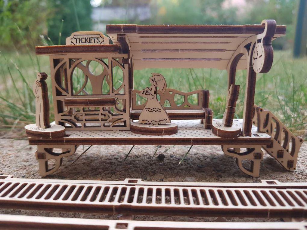 Ugears : Une ligne de tram en bois à monter soi-même